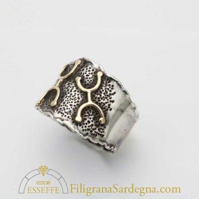 Anello a fascia con petroglifi
