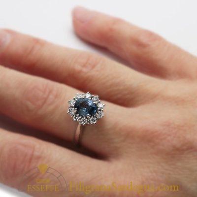 Anello con zaffiro e diamanti (ct.1,47)