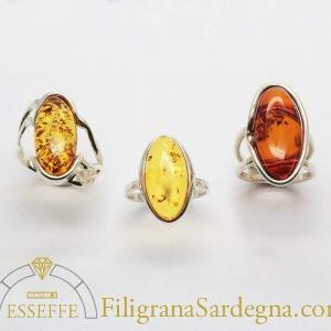 Anello in argento con ambra