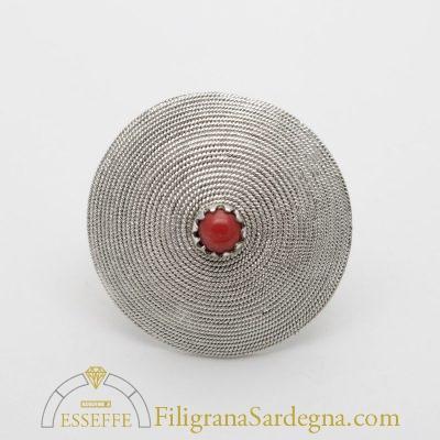 Anello in argento con corbula e corallo al centro fede sarda filigrana