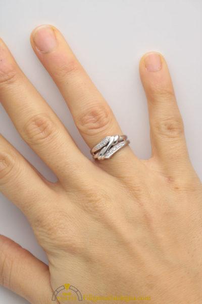 Anello in oro bianco e diamantini a fascia
