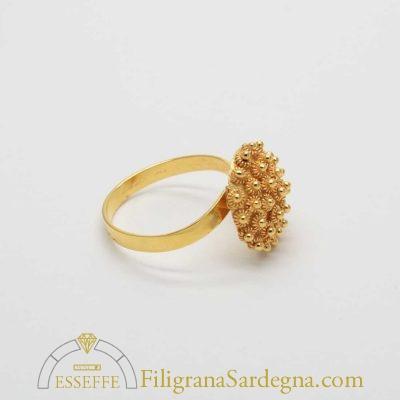 Anello in oro con cupoletta a nido d'ape