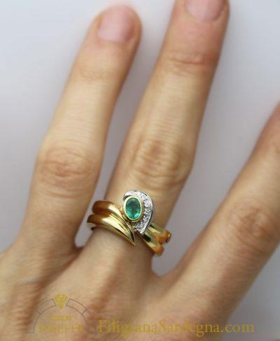 Anello in oro con smeraldo