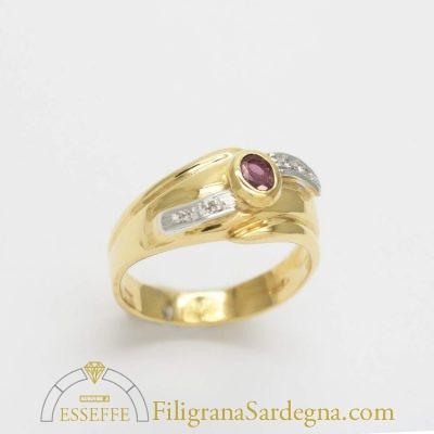 Anello in oro giallo e bianco con rubino e diamantini