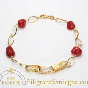 Bracciale con maglie martellate e corallo rosso