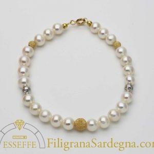 Bracciale con perle e intercalari in oro