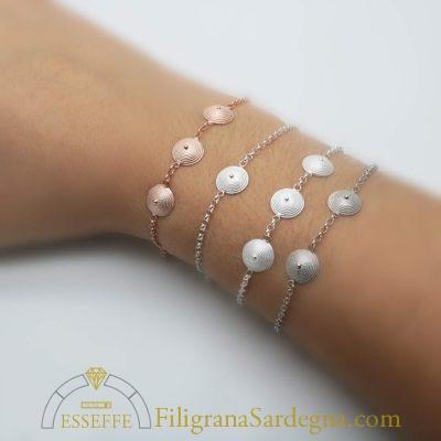 Bracciale d'argento con corbule in filigrana