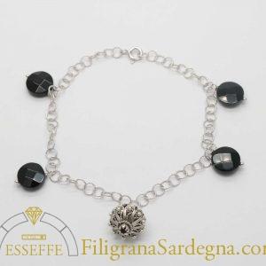 Bracciale in argento con bottoni a charms