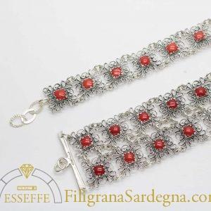 Bracciale in argento con moduli in filigrana e corallo