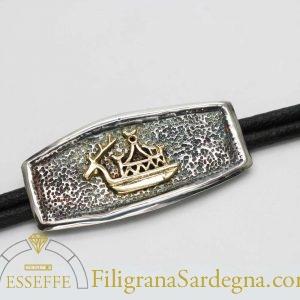 Bracciale in argento con navicella votiva d'oro