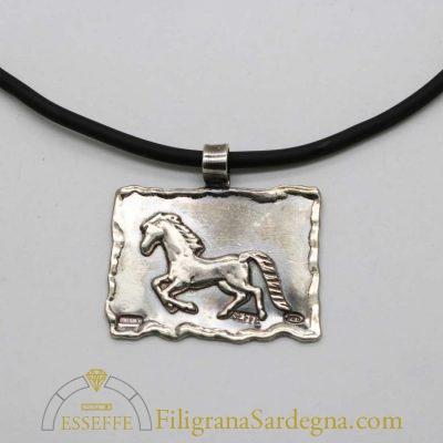 Ciondolo brunito in argento con cavallo