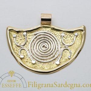 Ciondolo con spirale e petroglifi