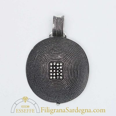 Ciondolo in argento a corbula e grani