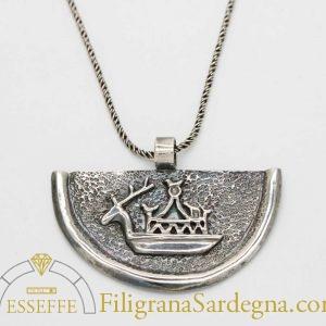 Ciondolo in argento con navicella nuragica