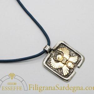 Ciondolo in argento con scarabeo alato in oro