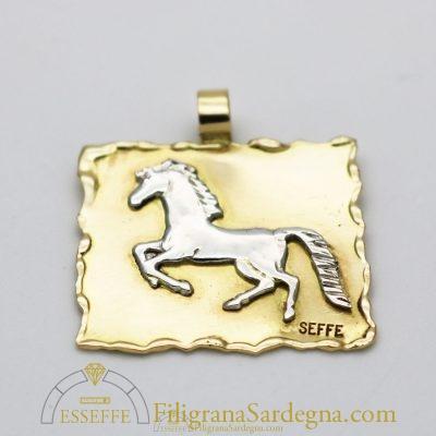 Ciondolo in oro con cavallo in argento