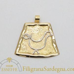 Ciondolo in oro con pavoncella tradizionale