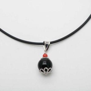 Cocco in argento con corallino rosso