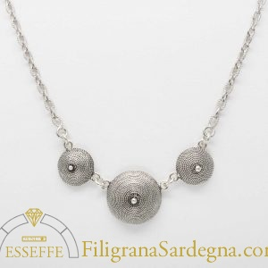 Collana con corbule in filigrana
