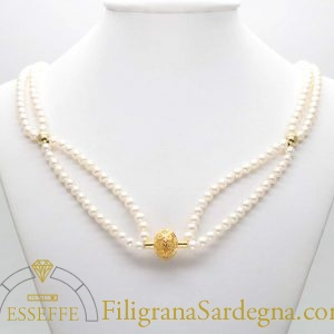 Collana con due fili di perle e vago in filigrana d'oro