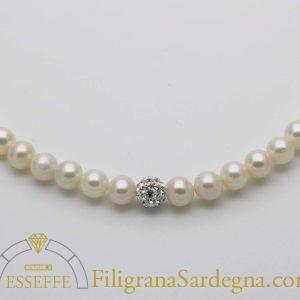 Collana di perle bianche con strass