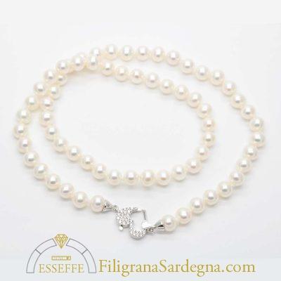 Collana di perle con chiusura in oro bianco