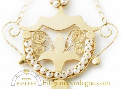 Orecchini a calice in filigrana e perle