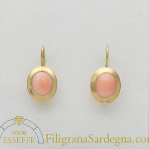 Orecchini con corallo ovale rosa