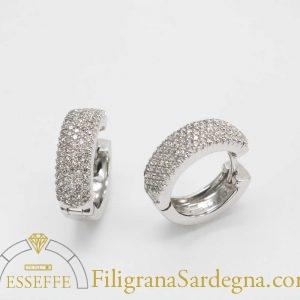 Orecchini con pavè di diamanti