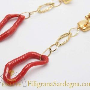 Orecchini con pendente d'oro ed elemento in corallo ad anello