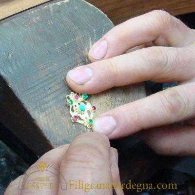 Orecchini in oro con lamina traforata
