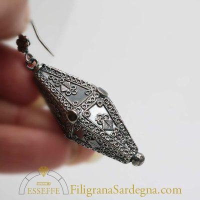 Orecchini pendenti in filigrana d'argento brunito