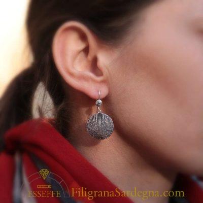 Orecchini scudi in filigrana d'argento brunito
