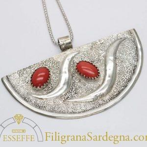 Pendente con corallo su base d'argento